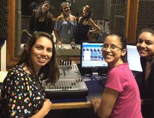 Alunas da Faculdade Cásper Líbero fazem adaptações radiofônicas dos contos de Thelma Guedes